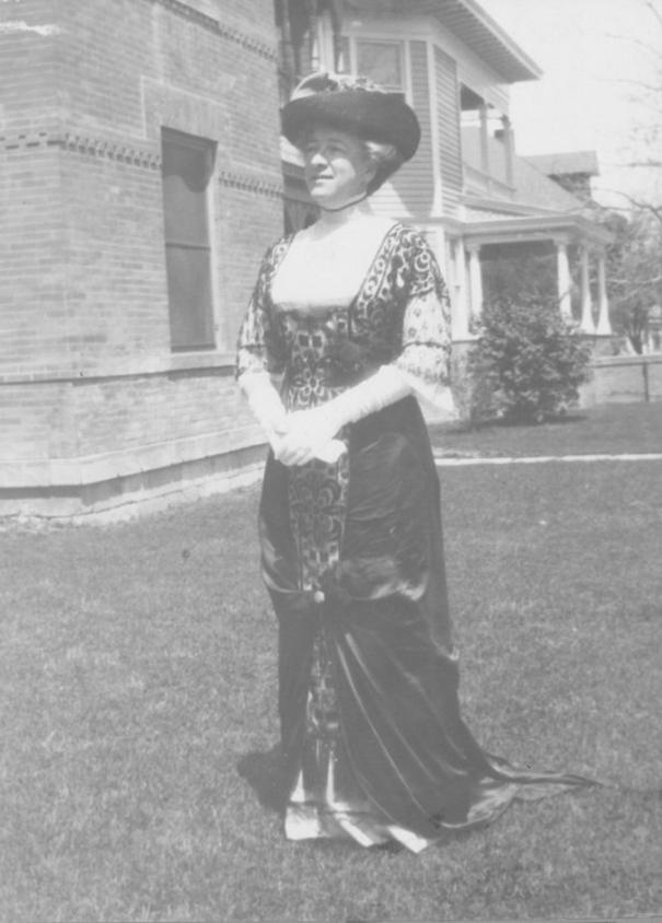 Minnie Harding ca.1915