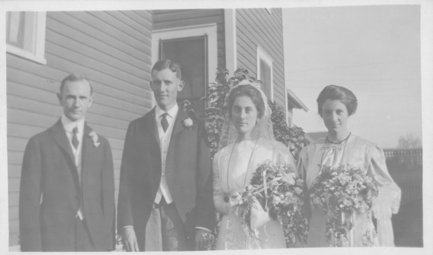 Dora (McLaughlin) and Paul Burgess (Piper on left, Vera McLaughlin on right), married June 26, 1911; Copyright Royal Gorge Regional Museum & History Center